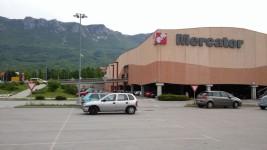 nakupovalni center